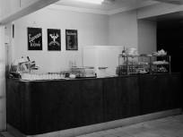 1960, árlap és kiszolgáló pult egy vendéglátóipari egységben