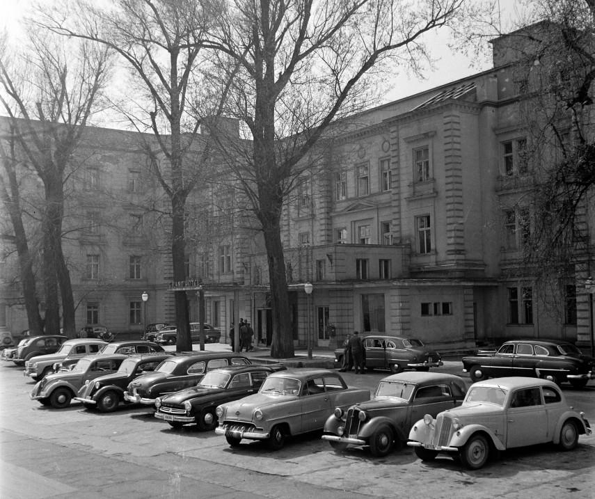 1957, Margitsziget, a Margitszigeti Nagyszálló, főbejárat, 13. kerület
