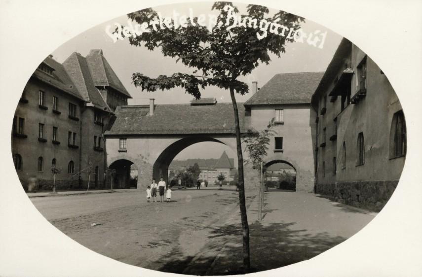 1928, Hungária út a Fő (Kós Károly) tér felé nézve, 19. kerület