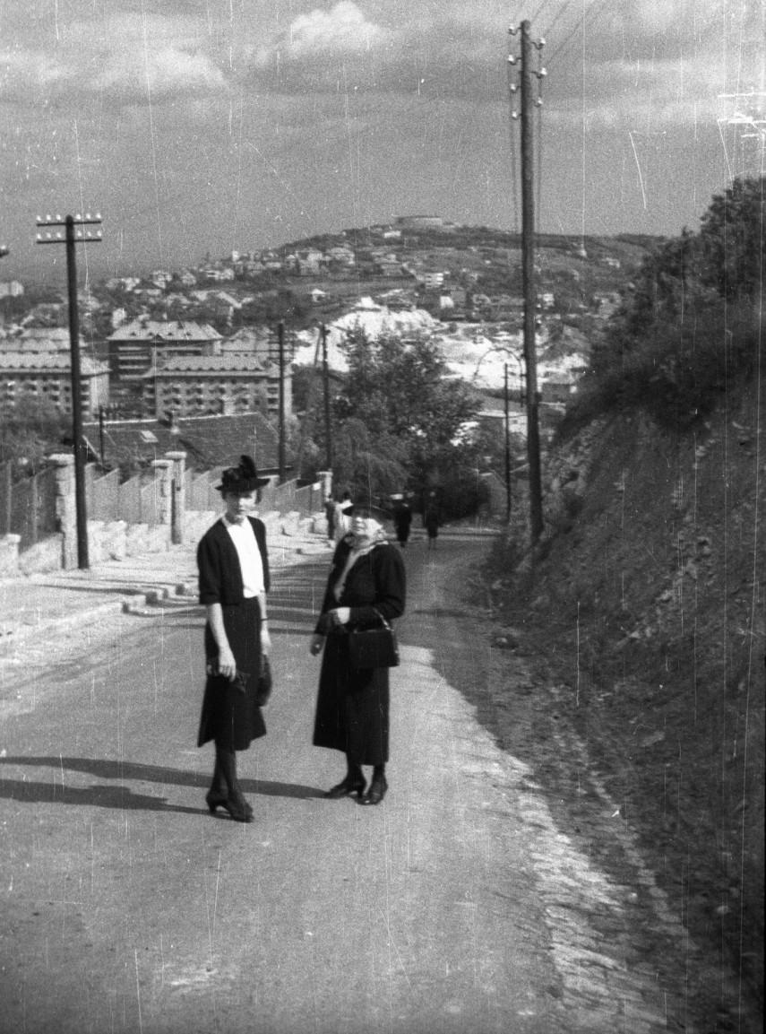 1940, Wolff Károly út (Kálló esperes utca) a Citadella felé nézve