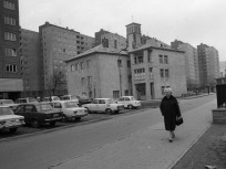 1973, Kórház utca a Szél utca felé nézve, középen a Szent József Otthon és Kápolna