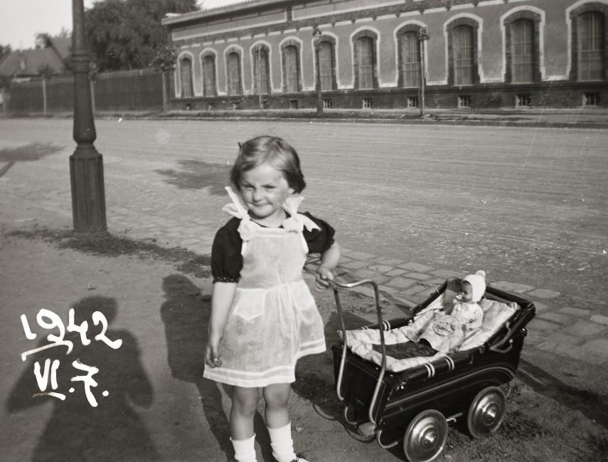 1942, Stróbl Alajos utca a Hungária körút felé nézve