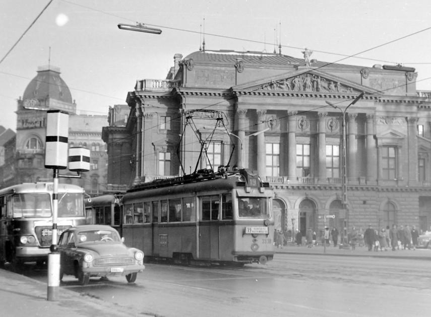 1965, Blaha Lujza tér, a Nemzeti Színház, 8. kerület