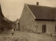 1910 táján, Kapucinus utca a Pala utcánál, 1. kerület