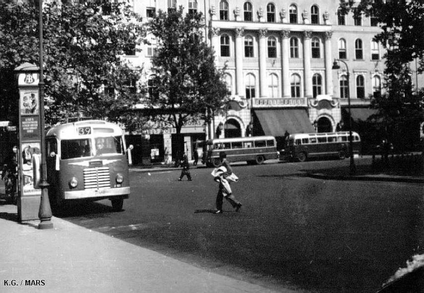 1950-es évek, Vörösmarty tér, 5. kerület