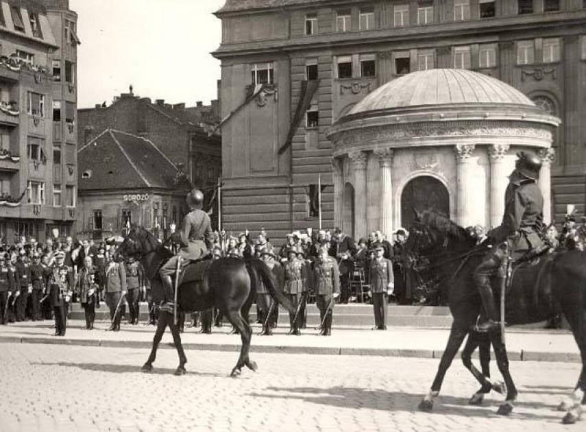 1932, Eskü (Március 15. tér), 4., (1950-től ) 5. kerület