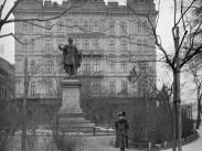 1907, Eötvös tér, 4., (1950-től 5.) kerület