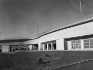 1951, Margitsziget a Sztálin (Árpád) híd Margitszigetre vezető lehajtója Buda felé nézve, 13. (?) kerület